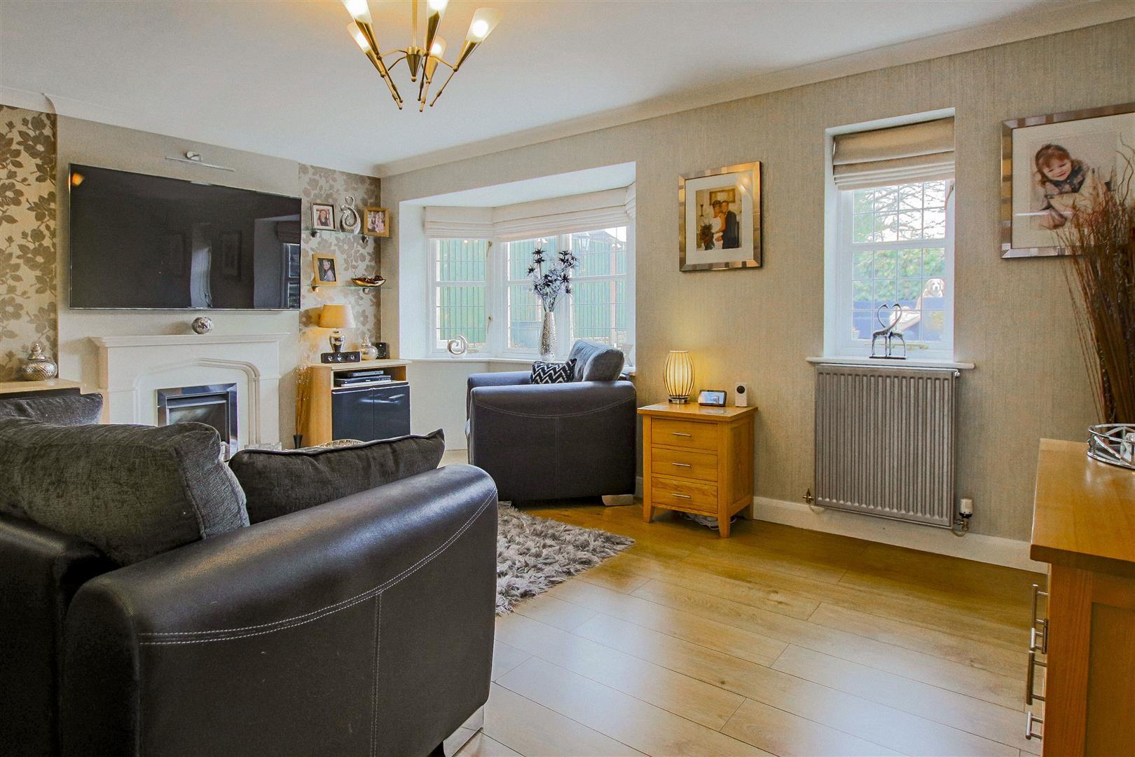 4 Bedroom Detached House For Sale - redwing31754.JPG